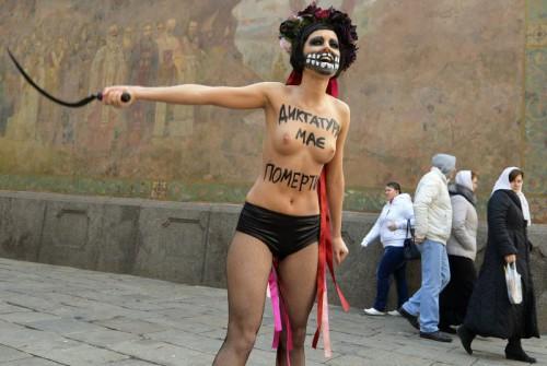 Socierefemen-en-action-a-kiev-pour-demander-le-depart-du-president-ukrainien-viktor-ianoukovitch-photo-afp.jpg